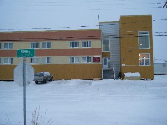Kuujjuaq, Canada: The front of hotel