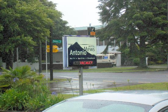 Antonio Mews Motel: Find it on the south end of Sratford