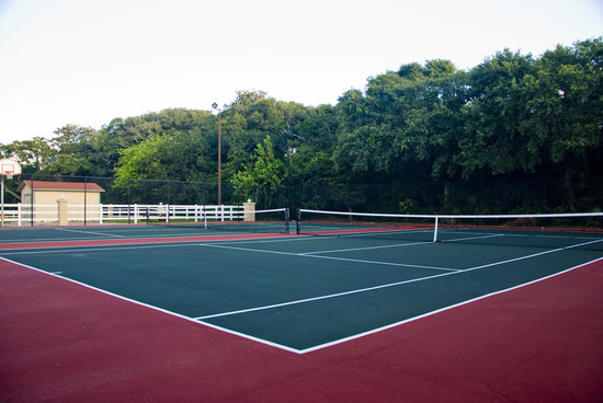Days Inn & Suites Amelia Island: Two Tennis Professional Tennis Courts
