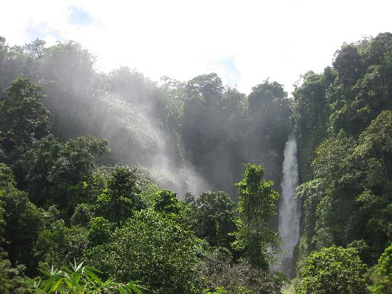 Mindanao, Filipinas: One of the seven falls