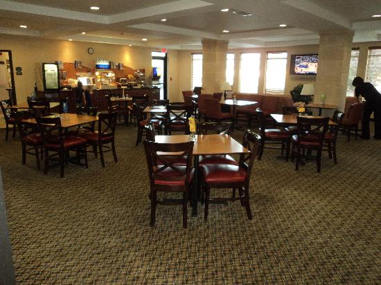 Holiday Inn Express Hotel &amp; Suites Medford-Central Point: Breakfast Room