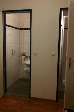 A&amp;O Nuremberg Hauptbahnhof: seperate shower &amp; toilet