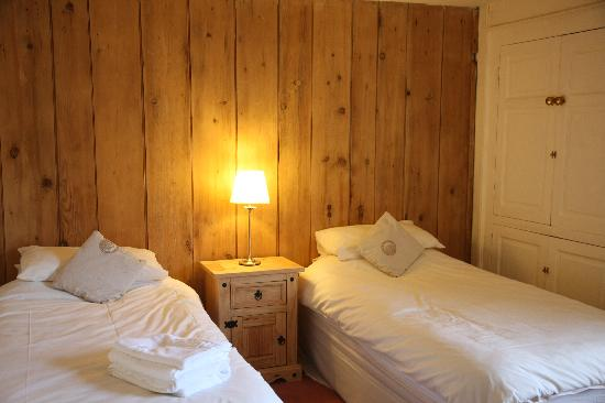 The White Horse Inn: twin room