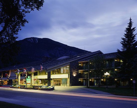 Banff Park Lodge Resort and Conference Centre: Downtown Banff, yet surrounded by the Rockies