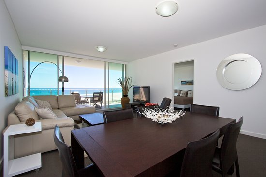Kirra Surf Apartments: Dining Room