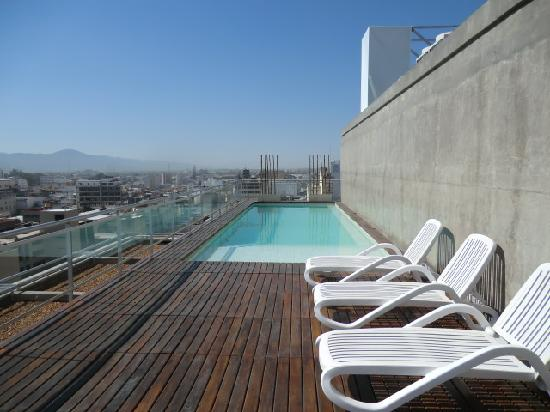 Design Suites Salta: the swimming pool on the roof