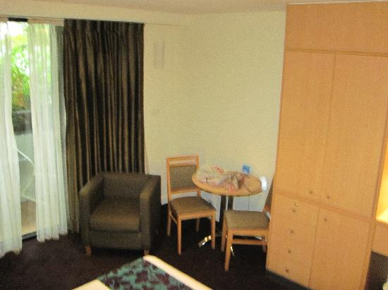 The Executive Inn: corner of bed area