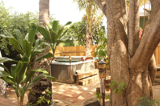 Photo of Banana Bungalow Maui Hostel Wailuku