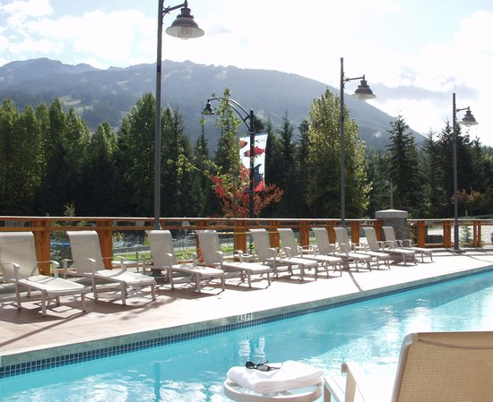 Pan Pacific Whistler Village Centre: Village Centre Pool Deck