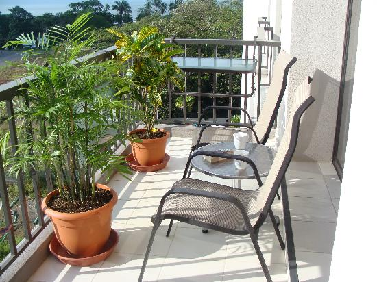 Jaco Bay Condo Hotel by Ramada: Balcony with bistro table, fold down balcony table