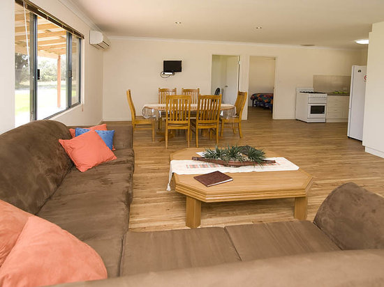 Brookside Budget Accomodation & Chalets
