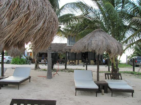 Luna de Plata . Hotel: beach directly in front of hotel