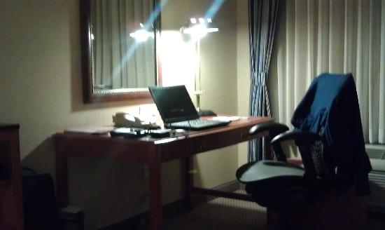 Hilton Garden Inn Albuquerque / Journal Center: Desk