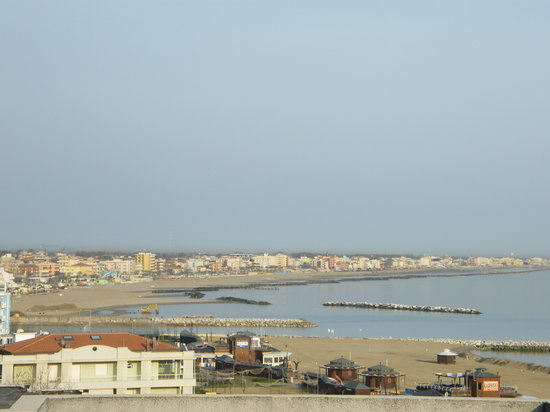 Canoa Club Rimini : Rimini Beach view from hotel 