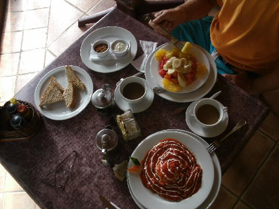 El Sano Banano Village Hotel: complimentary breakfast for 2