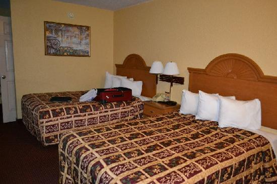 Days Inn Orlando International Drive South of Universal: Beds