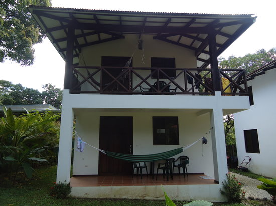 Rumbo Surf Lodge: View of the house, one apartment on the bottom floor and one on the top floor.