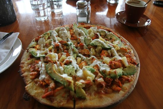 Waipu, New Zealand: Chicken and avocado pizza