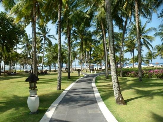 Club Med Bali: Perfectly manicured gardens