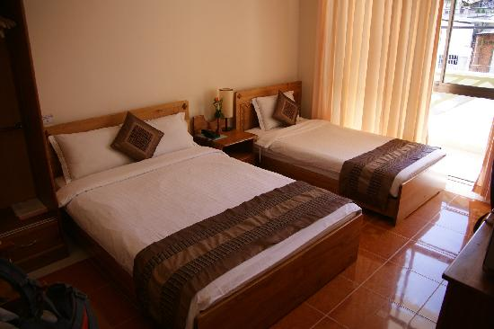 Trung Cang Hotel: Typical room