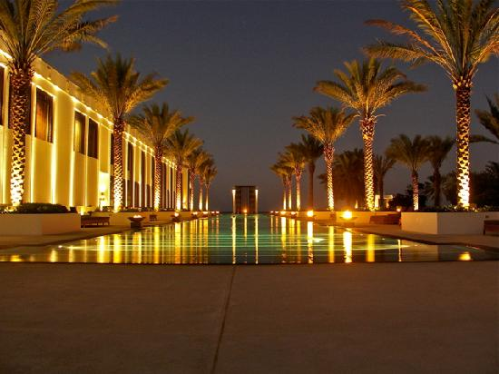 The Chedi Muscat, a GHM hotel: Long Pool at night