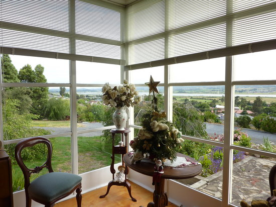 Trevallyn House B & B: Dining room with a view