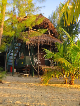 Matriki Beach Huts: the two storey 'treehouse'