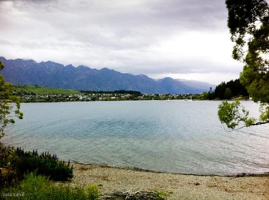 BreakFree The Point: Walking around the lake to Queenstown