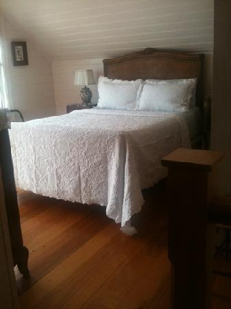 Apollo Bay Guest House: very comfortable bed
