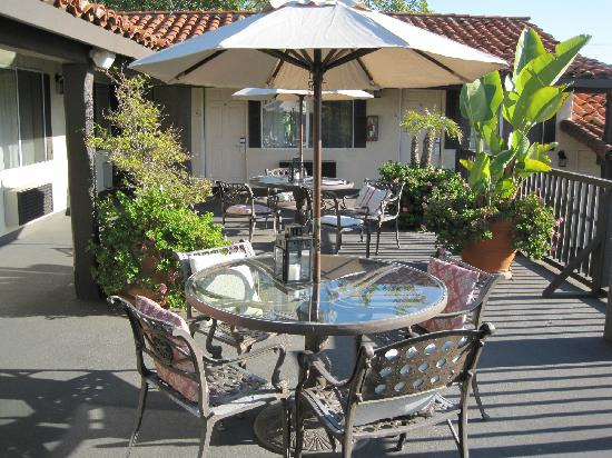 Laguna Beach Inn: Nice outdoor patio area