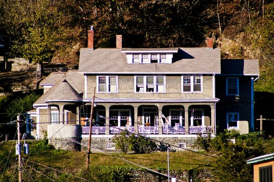 Marshall House Bed and Breakfast
