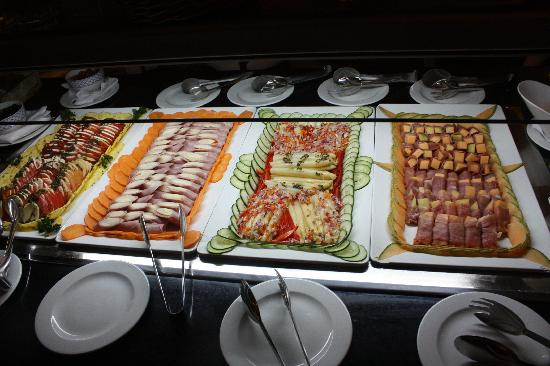 Salad bar at italy restaurant picture of barcelo bavaro for Hotel food bar atelier 84