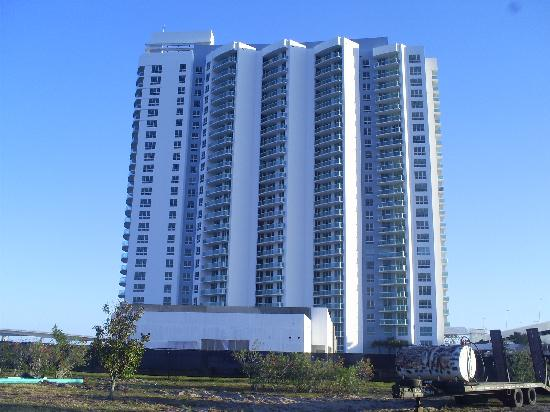 Holiday Inn Daytona Beach LPGA Boulevard: Nice condos on river