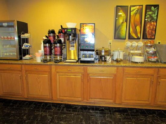 Comfort Suites Airport: part of food area