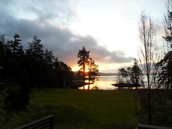 Pebble Cove Farm: Sunrise from Cottage View