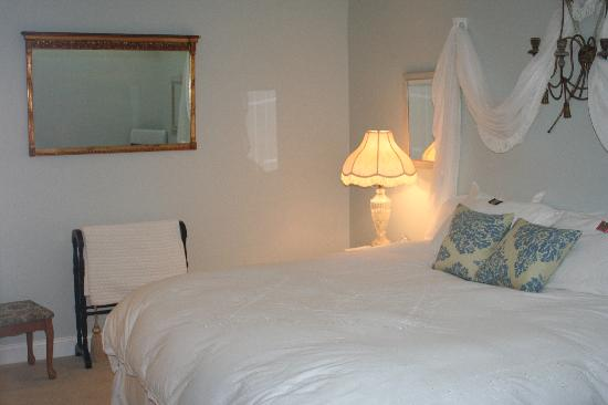 Woodstock Inn Bed and Breakfast: our bedroom