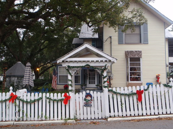 Christopher&#39;s Inn: Front View of BnB