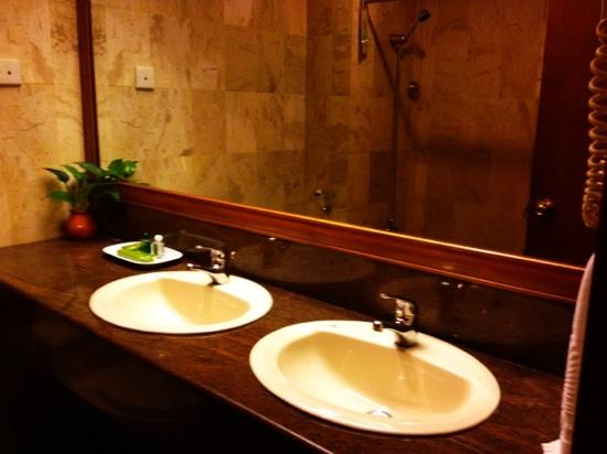 Goodway Hotel - Batam: bathroom