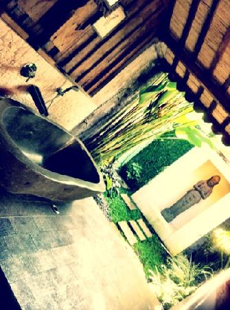 Jadul Village Villa & Spa: the egg bath tub