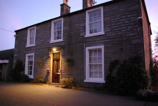 Morven House Guest House: Evening glimpse of Morven house