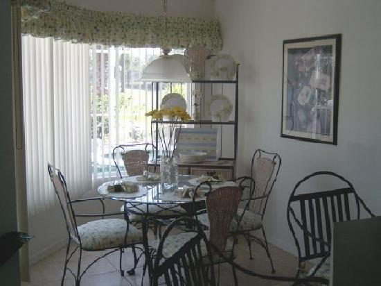 Avalon Vacation Villas: Cozy Breakfast Nook
