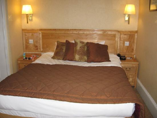 Buckingham Hotel: Nice comfy bed