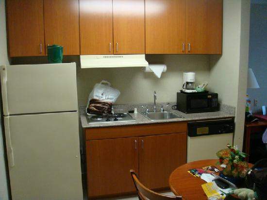 La Quinta Inn &amp; Suites Willowbrook: kitchenette