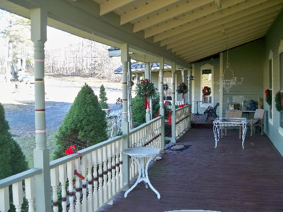 Washington Irving Inn: Beautiful patio