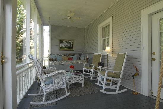 Sweet Gum Bottom Bed & Breakfast: Sun Porch