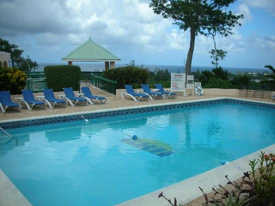 Runaway Bay Heart Hotel: piscine
