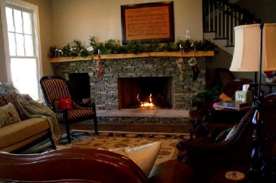 Butterfly Meadows Inn and Farm: The main sitting area
