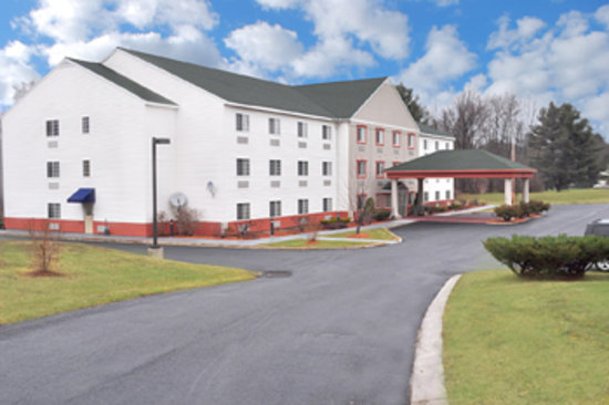 BEST WESTERN Berkshire Hills Inn &amp; Suites: Exterior shot