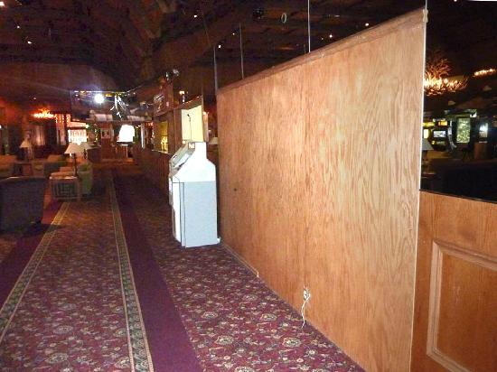 Cal-Neva Resort Spa and Casino: Raw plywood panel in the lobby