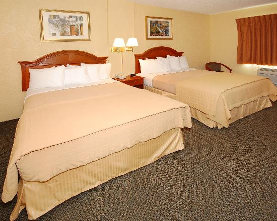 Quality Inn & Suites Goodyear: Our room